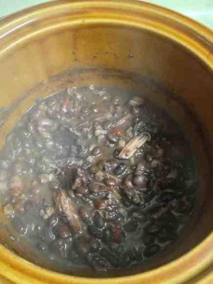 Cold Weather Tuxedo Beans & Conbread-imageuploadedbytapatalk1349651078-233125-jpg